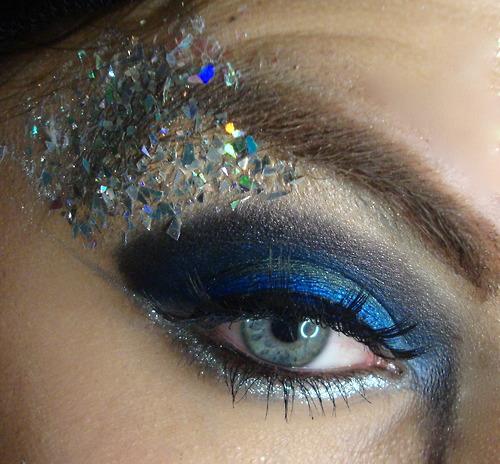 Blue-glitter-eyeshadow-eyes