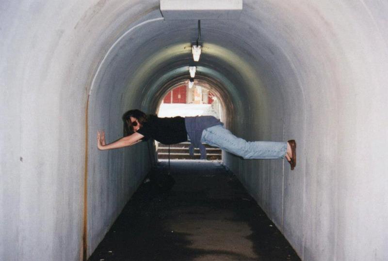 Tunnelpose1996